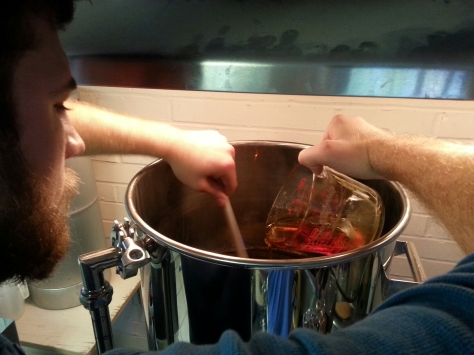 Pouring the caramel into the wort.
