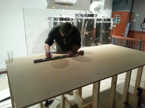 We then worked on measuring and cutting the bar top, first layer.